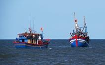 Ngư dân Việt cứu 2 người nước ngoài gặp nạn trên biển