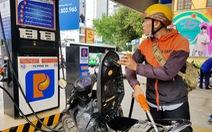 Tự đổ xăng, không dùng tiền mặt ở 11 cửa hàng xăng dầu