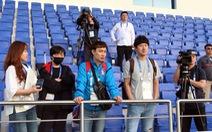Gần 20 phóng viên Hàn Quốc 'đổ bộ' sân tập của tuyển Việt Nam