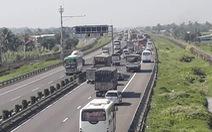 Va chạm nhỏ, kẹt xe nhiều giờ trên cao tốc TP.HCM - Trung Lương