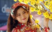 Thiếu nữ Sài Gòn lại xúng xính áo dài dạo phố đón xuân