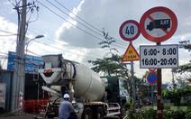 Xe tải nặng ầm ầm xộc vào đường cấm