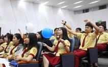Học sinh 'tiếp lửa' tuyển Việt Nam tại ngày hội tư vấn tuyển sinh