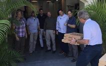 Mật vụ Mỹ ấm lòng với bánh pizza của ông Bush 'con'