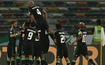 Trọng tài và may mắn đưa chủ nhà UAE vào tứ kết gặp Úc