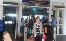 Tắc đường, 70 hành khách trễ tàu về quê