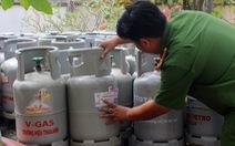 Phát hiện vụ sang chiết gas trong… bãi đậu xe