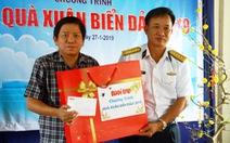 Báo Tuổi Trẻ trao quà Tết của bạn đọc đến Bộ tư lệnh Vùng 5 Hải quân
