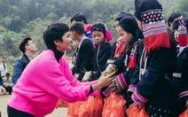 H'hen Niê cùng bạn trẻ Hà Nội lên Tây Bắc tặng bánh chưng yêu thương
