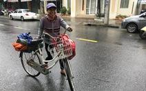 'Nhìn chị đạp chiếc xe cũ mèm tới trả lại ví tiền, tôi khóc'