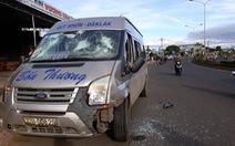 Xe khách va chạm xe máy, lao tiếp lên lề tông chết một phụ nữ