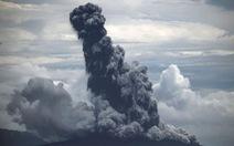 Núi lửa xuất hiện vết nứt mới, Indonesia kêu gọi người dân cảnh giác sóng thần