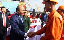 Thủ tướng Nguyễn Xuân Phúc chúc Tết công nhân cảng Hải Phòng