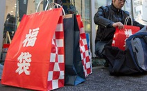 Túi 'may mắn' Fukubukuro gây sốt ở Nhật khi Tết đến