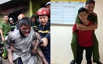 Chàng trai được cứu trong đám cháy cõng 'cảm ơn' chiến sĩ từng... cõng mình