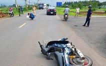 Tạm giữ thanh niên 17 tuổi lao xe tông cảnh sát giao thông