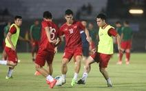 Trực tuyến Indonesia - Việt Nam (18h30): Hai đội đang khởi động