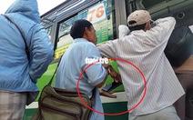 Vạch trần thủ đoạn 'dàn trận' móc túi khách đi xe buýt trước KDL Suối Tiên