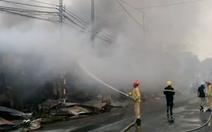 Video: Cháy lớn tại chợ Còng, hàng trăm kiốt bị thiêu rụi