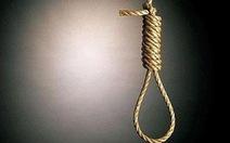 Cán bộ trẻ nhắn tin 'không được khỏe', gia đình tìm thấy bên dây treo cổ