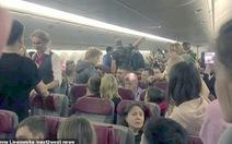 Nhớ đời với chuyến bay có 4 ông say rượu
