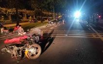 2 xe máy tông thẳng mặt trên đường song hành xa lộ Hà Nội, 3 người thương vong