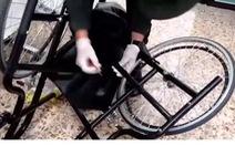 Phát hiện 3kg cocaine trong khung xe lăn của cụ bà 81 tuổi