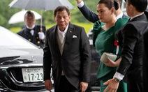 Ông Duterte rời lễ đăng cơ của Nhật hoàng vì đau lưng 'khôn thấu'