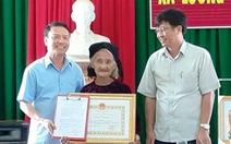 Cụ bà 83 tuổi được chủ tịch tỉnh tặng bằng khen vì xin thoát nghèo