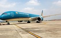 Phó thủ tướng Trương Hòa Bình chúc mừng Vietnam Airlines đón chiếc máy bay thứ 100