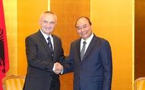 Thủ tướng Nguyễn Xuân Phúc gặp nhiều lãnh đạo thế giới tại Nhật Bản