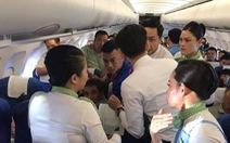 Hành khách co giật, cắn lưỡi trên máy bay được bác sĩ cứu