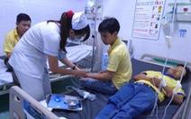 Gần 50 công nhân nhập viện nghi ngộ độc sau bữa cơm tăng ca