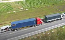 Video: 3 xe ô tô đâm nhau trên đường dẫn cao tốc Đà Nẵng - Quảng Ngãi