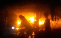 Chỉ 1 giờ, 7 căn nhà cháy rụi trong đêm