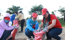 1.000 bạn trẻ dọn rác, trồng cây ở biển Khánh Hòa