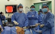 Bác sĩ Bệnh viện Bình Dân sang Philippines phẫu thuật bằng robot