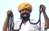 Video: Người đàn ông sở hữu bộ râu 7m, dài nhất thế giới