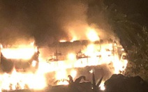 Xe khách giường nằm bốc cháy trơ khung trên đường Hồ Chí Minh