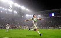 Ronaldo ghi bàn phút bù giờ, Juventus hạ Genoa và trở lại đỉnh bảng