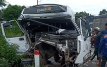 2 xe ben, 1 xe đầu kéo tông loạn xạ, thùng xe đứt rời lao vào nhà dân