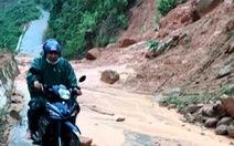 Sạt lở đất, lũ ống chia cắt miền núi Quảng Nam