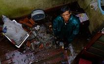Lốc xoáy trong lòng bão xé toạc hàng trăm nhà dân