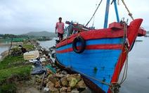 Bão thoáng qua, vẫn đánh bầm dập tàu cá ở Phú Yên