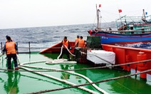 Cứu 9 ngư dân lênh đênh trên Biển Đông trong sóng lớn
