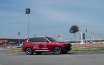 Trải nghiệm 'xế sang' VinFast Lux tại trường đua