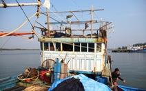 Tàu cá Việt Nam bị tàu Trung Quốc từ chối cứu hộ đã được lai dắt vào bờ