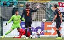 Không có một cú sút trúng đích, Manchester United may mắn 'thoát chết' ở Hà Lan