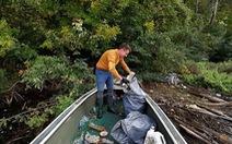 Nghỉ việc để… dọn sạch rác ở dòng sông thời thơ ấu