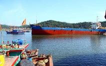 Tàu thuyền neo đậu trái phép tại cảng Cửa Lò